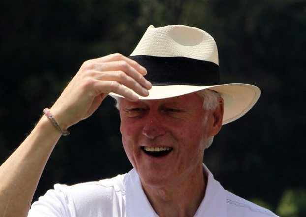 Ο Κλίντον και η ξανθιά Energizer
