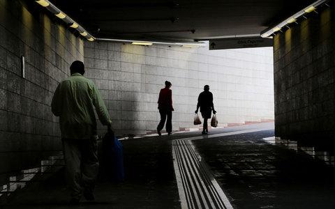 Τέταρτοι φτωχότεροι στην Ευρώπη οι Ελληνες