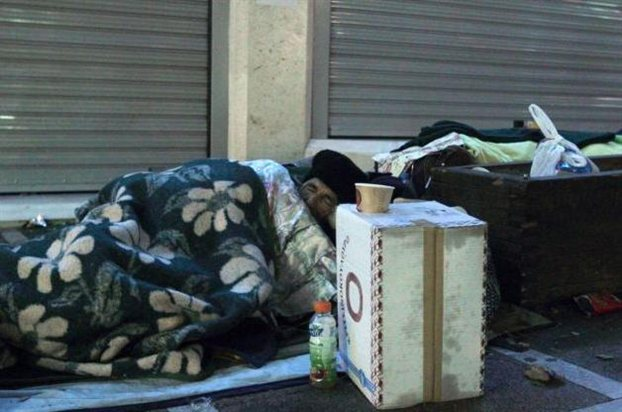 Το κοτόπουλο κι ο άστεγος