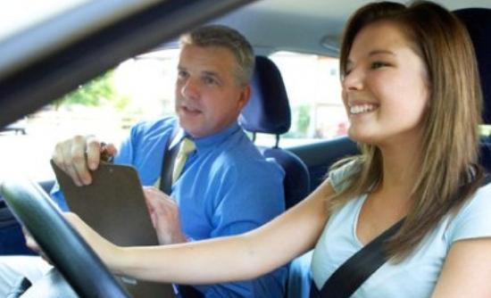 Χρησιμοποιούν «ψείρες» για να περάσουν τις εξετάσεις διπλώματος οδήγησης