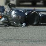 Μηχανή συγκρούστηκε με ΙΧ στο δρόμο Λάρισας – Φαρσάλων