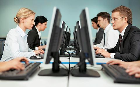 Έως το τέλος του χρόνου υποχρεωτικά η ετήσια άδεια στους εργαζομένους