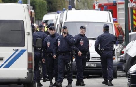 Άνδρας κρατά ομήρους δύο ανθρώπους στο Παρίσι