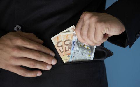 Απατεώνες χτυπούν πόρτες ζητώντας χρήματα για δήθεν έρανο