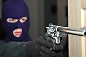 Εισβολή ένοπλων κουκουλοφόρων σε σπίτι επιχειρηματία