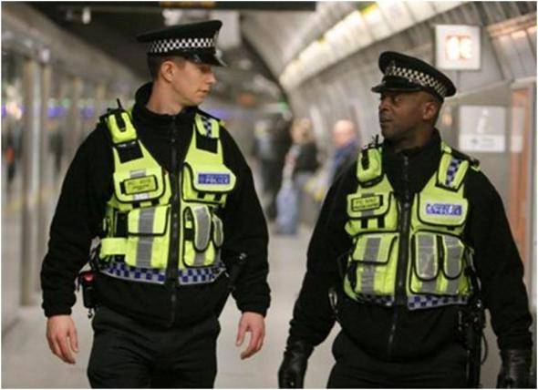 Βρετανία: Δύο αγόρια, ηλικίας 12 και 15 ετών, τραυματίστηκαν από σφαίρες