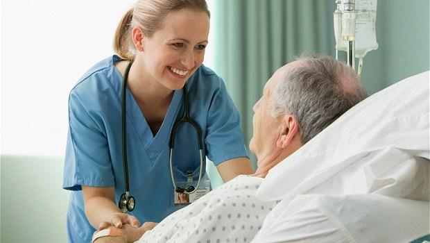 Ζητούνται νοσηλευτές και οικιακοί βοηθοί