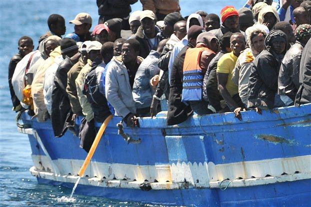 Ακυβέρνητο πλοίο με 700 μετανάστες