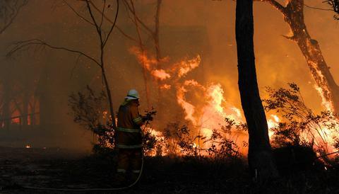 Μεγάλη πυρκαγιά στην Κορινθία