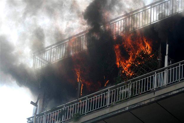 Ηλικιωμένος κάηκε μέσα στο διαμέρισμά του