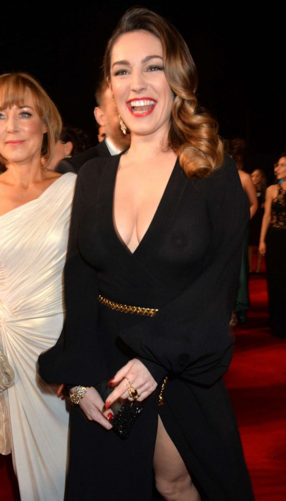 Kelly-Brook_-2014-National-Television-Awards-in-London--08-