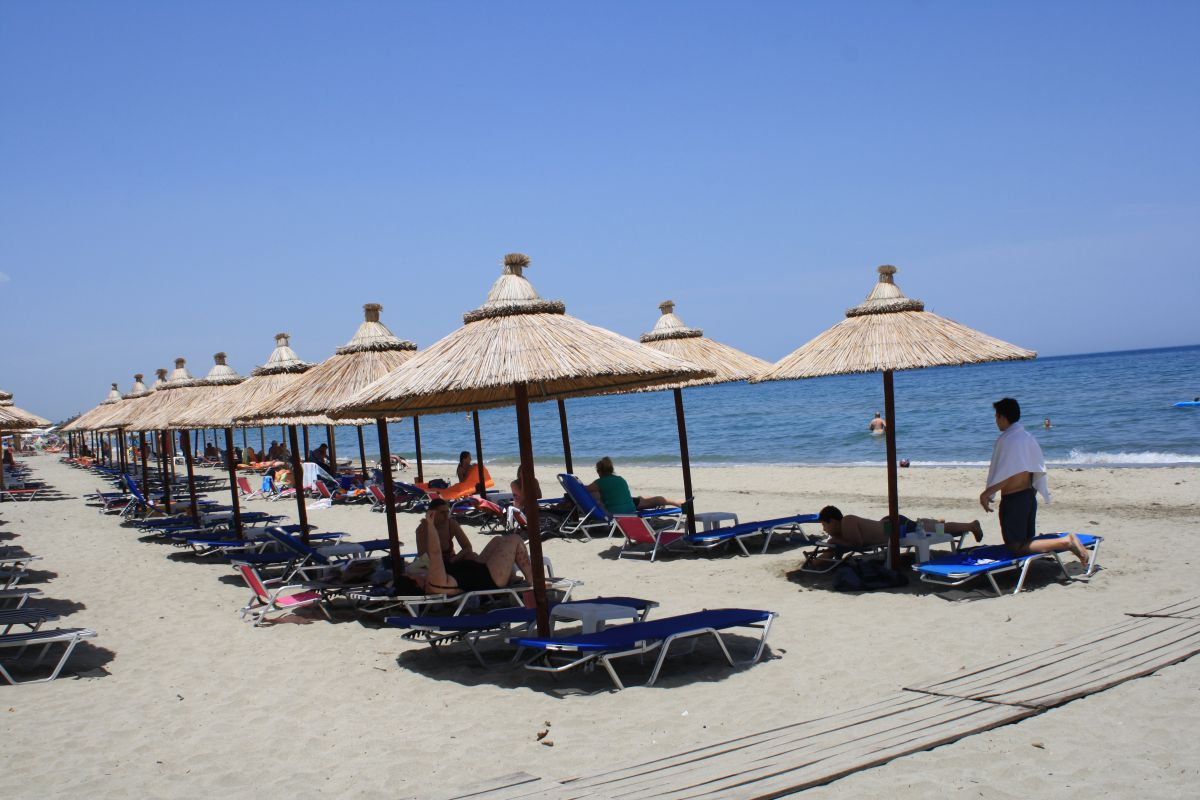 Τραπεζοκαθίσματα στις παραλίες