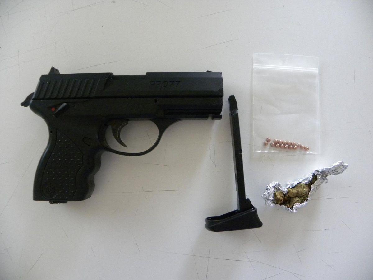 Σύλληψη 19χρονου για οπλοφορία