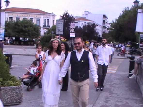 Τρίκαλα: Πρώτα γάμος και μετά… πορεία για την Παλαιστίνη (φωτο)