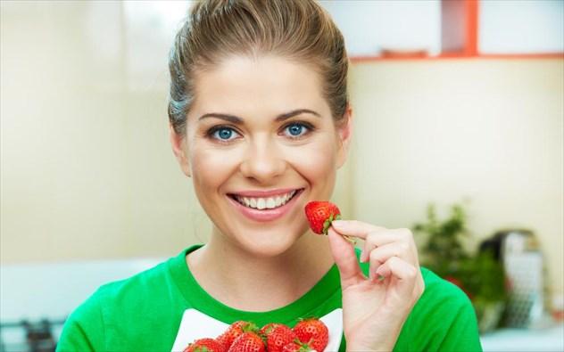 10 λόγοι (υγείας) για να τρώτε πολλές φράουλες