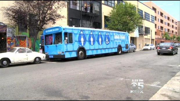 Λεωφορείο με ντουζιέρες για άστεγους!