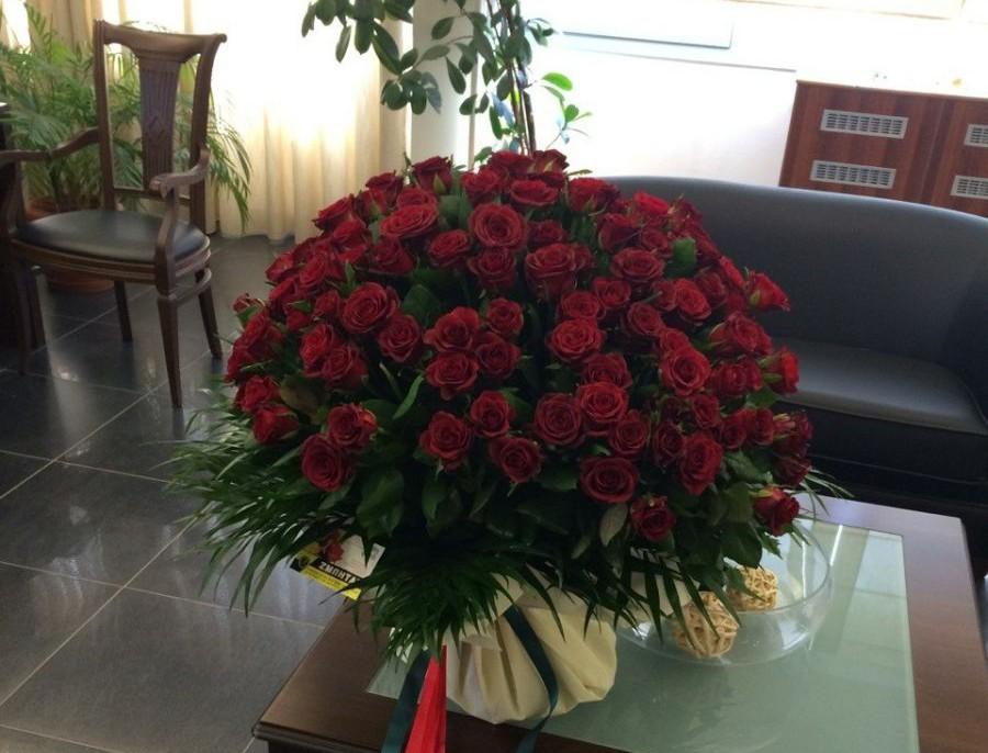 Ο άγνωστος και τα… 147 τριαντάφυλλα!