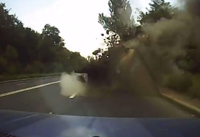 Εκρηξη πυραύλου μπροστά από αυτοκίνητο! (video)