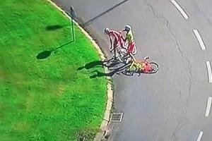 Απο ποδηλάτες… μποξέρ (video)