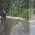 Πλημμύρισαν δρόμοι στα παράλια της Λάρισας