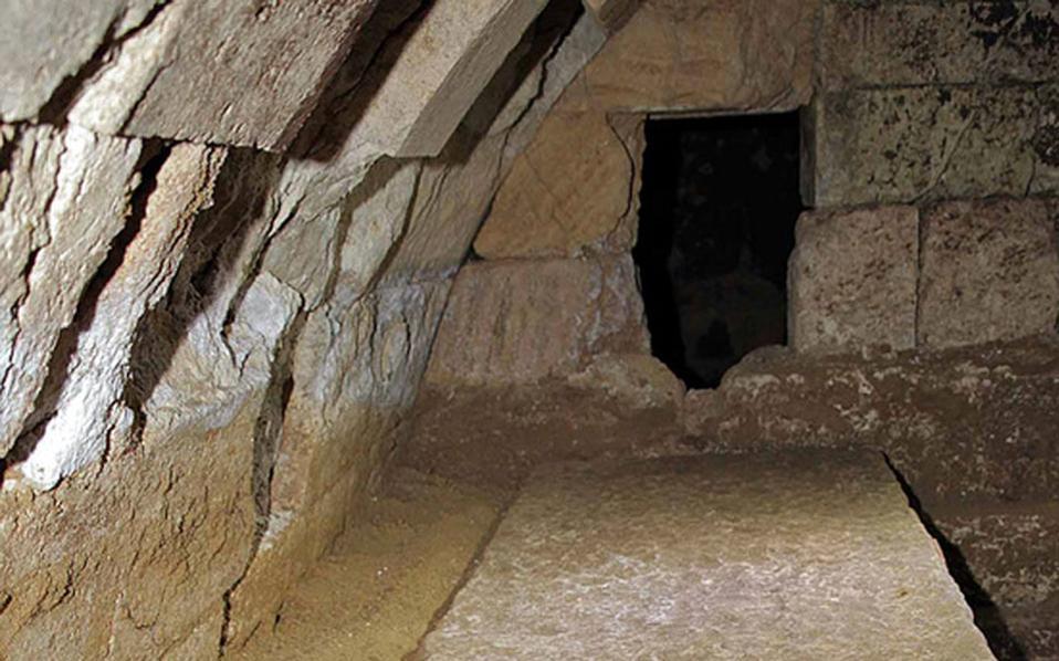 Αμφίπολη: Σκαλιά οδηγούν σε νέα πύλη;