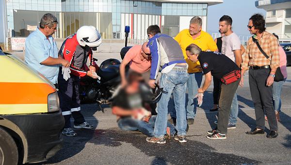 ΙΧ συγκρούστηκε με μηχανή στην παλιά Εθνική (φωτ)