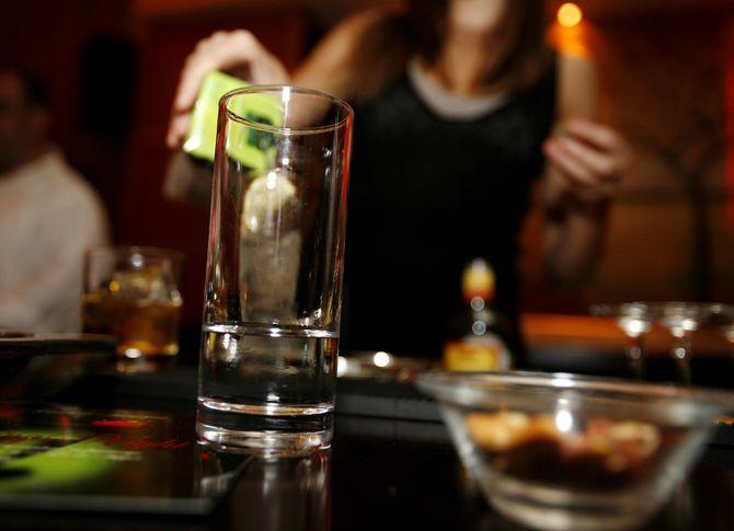 Δύο γυναίκες δούλευαν παράνομα σε μπαρ στη Λάρισα