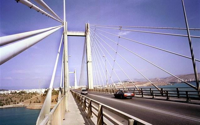 27xρονος έπεσε από τη γέφυρα της Χαλκίδας