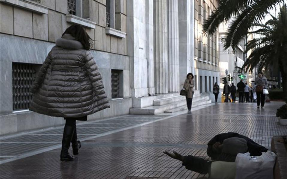 Φτωχότερα τα ελληνικά νοικοκυριά