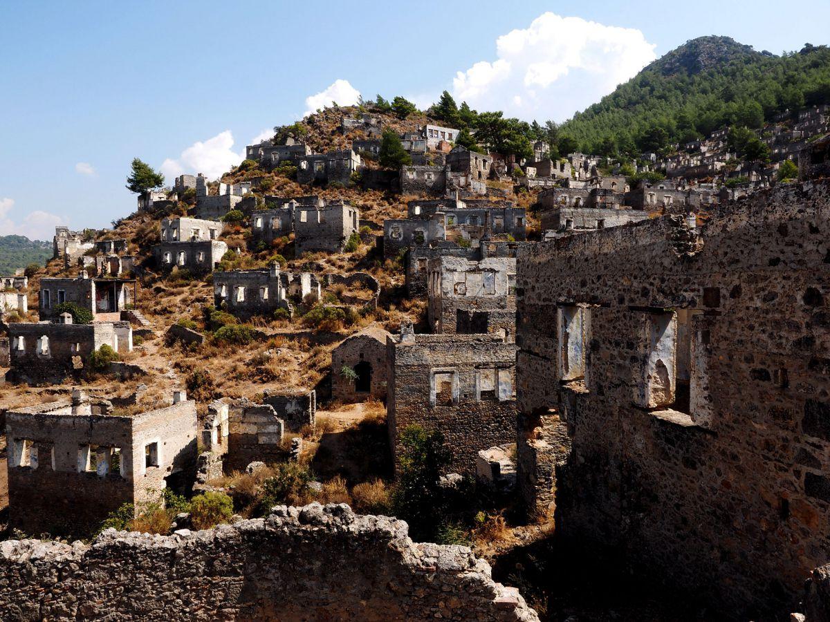 Στο χωριό που πωλούν οι Τούρκοι (video)