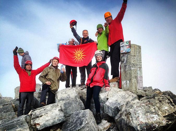 Προκλήσεις Σκοπιανών στην κορυφή του Ολύμπου (ΦΩΤΟ)