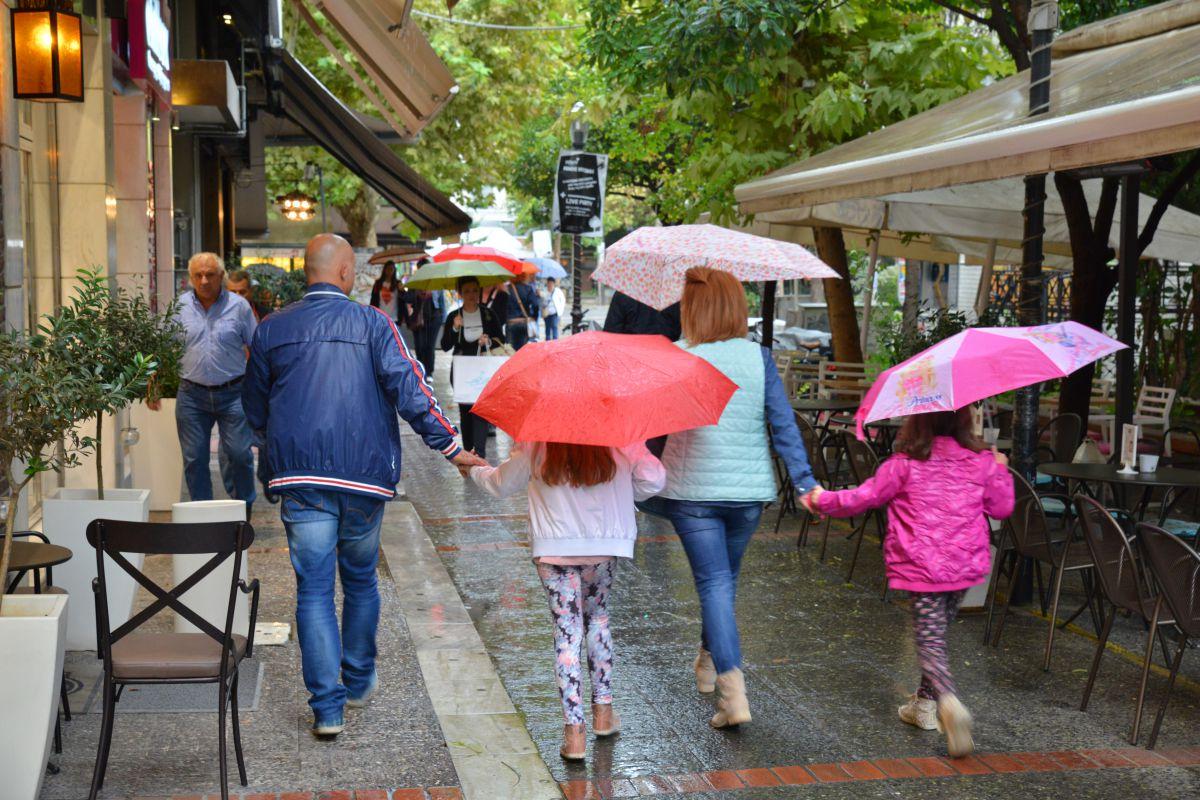 Bροχές και καταιγίδες στη Θεσσαλία