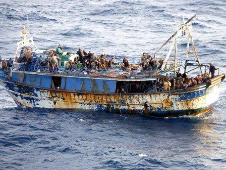Πλοίο με 700 μετανάστες πλέει ακυβέρνητο νοτιοανατολικά της Κρήτης!