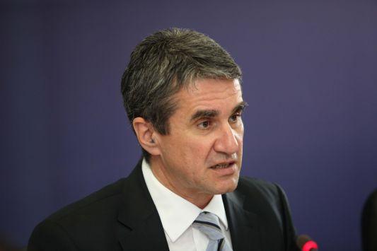 Την ηγεσία του ΠΑΣΟΚ θέλει να διεκδικήσει ο Λοβέρδος