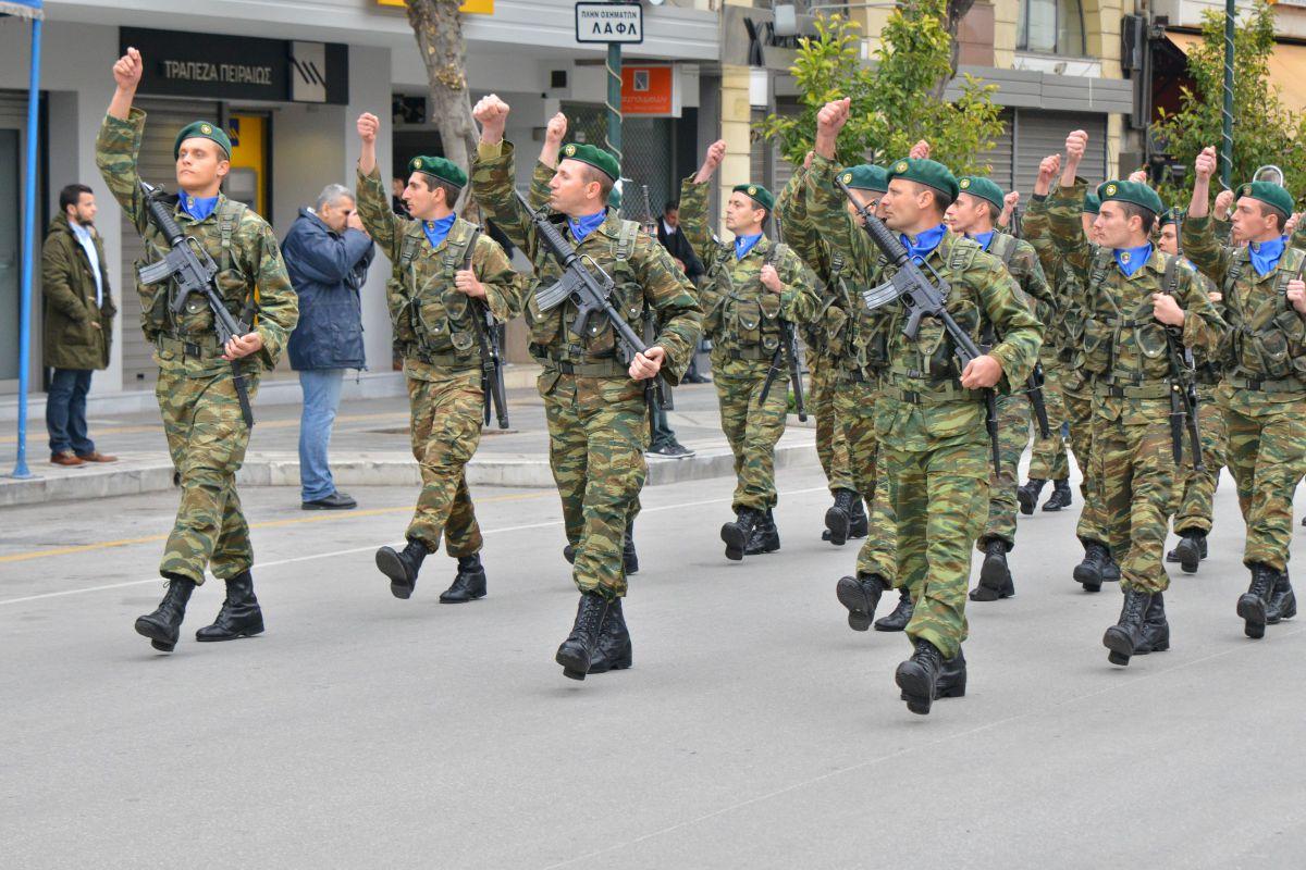 Κλικς από τη στρατιωτική παρέλαση στη Λάρισα