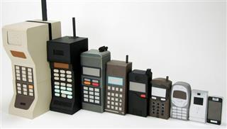Τα κινητά-«παντόφλες» επιστρέφουν