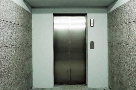 Φρικτός θάνατος 21χρονης σε ασανσέρ