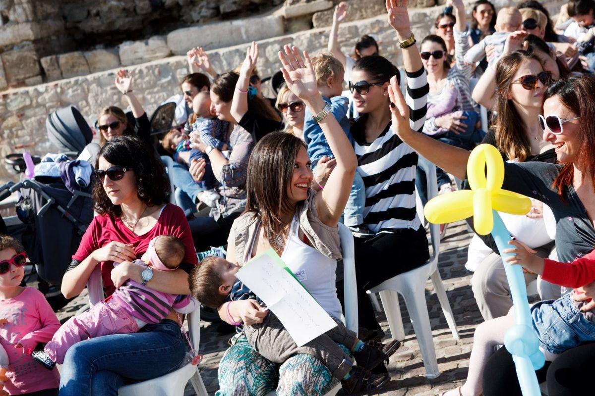 Δημόσιος θηλασμός και φέτος στη Λάρισα την Κυριακή στο Μύλο του Παππά