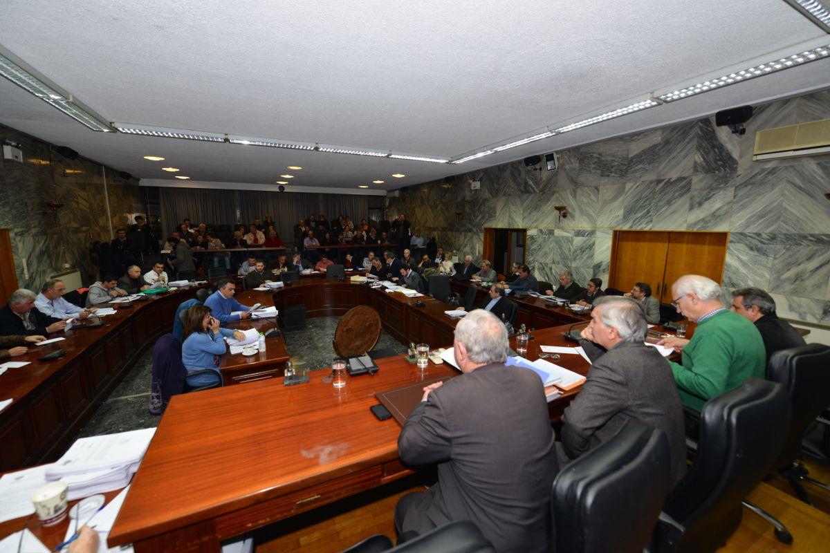 Εκτάκτως το προσφυγικό στο Δημοτικό Συμβούλιο Λαρισαίων