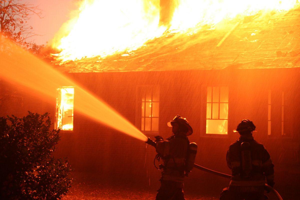Κάηκε ολοσχερώς αποθηκευτικός χώρος