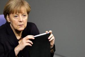 Η Μέρκελ απειλεί την Ελλάδα