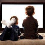 Κολλημένα στην τηλεόραση τα παιδιά: Ανησυχητικά αποτελέσματα έρευνας