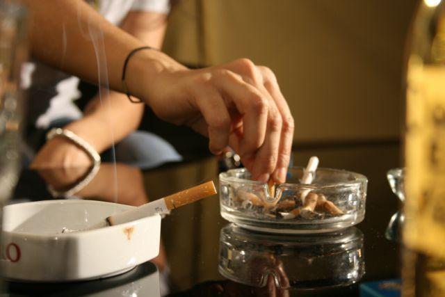 Μεγάλη μείωση των καπνιστών στην Ελλάδα