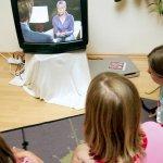 Η τηλεόραση ακόμα πρώτη για τα παιδιά