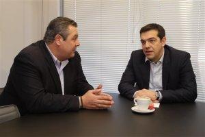 ΣΥΡΙΖΑ-ΑΝΕΛ: Οι Έλληνες απέναντι στους ξένους;*