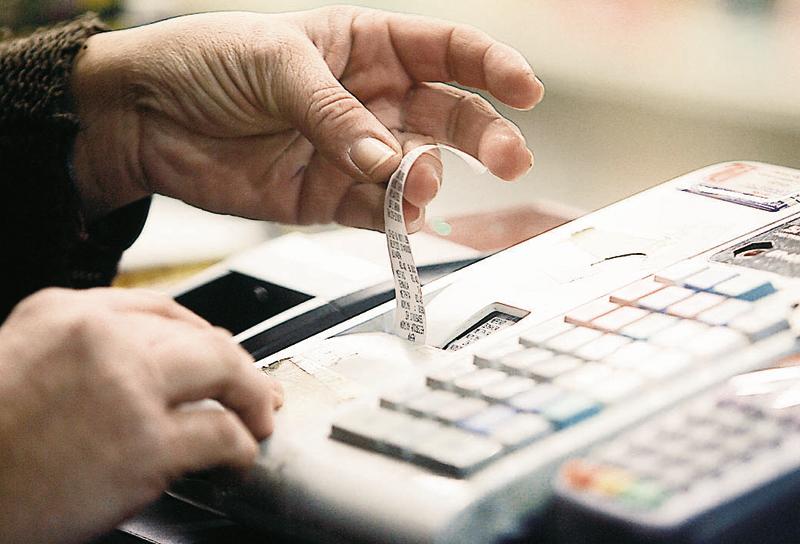 ΑΑΔΕ: Με φορολογικές παραβάσεις μια στις δύο επιχειρήσεις