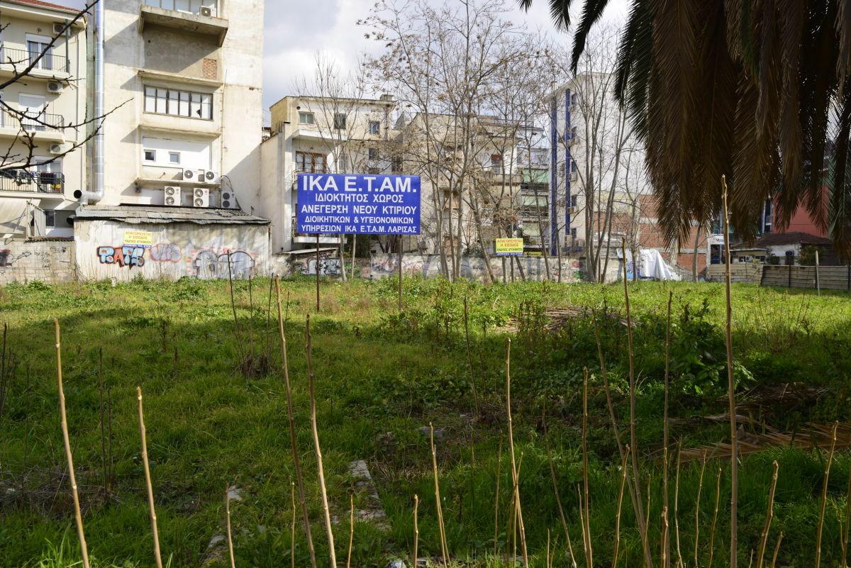Ο Δήμος Λαρισαίων διεκδικεί το οικόπεδο του ΙΚΑ