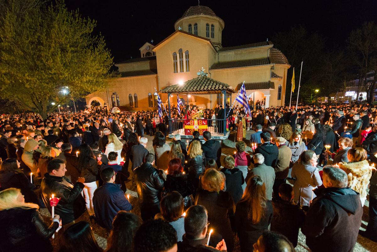 Οι Λαρισαίοι στις εκκλησίες για την Ανάσταση (ΦΩΤΟ)