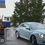 Οι Ράδιο Αρβύλα κάνουν αναπαράσταση του επεισοδίου με τη Ζωή στο βενζινάδικο  (video)