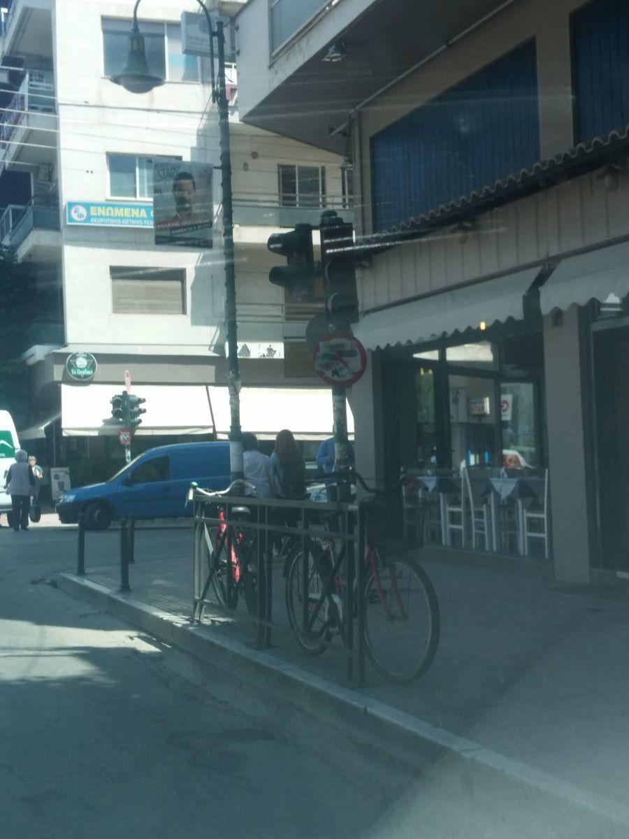 Φανάρια εκτός λειτουργίας στο Κέντρο της Λάρισας (ΦΩΤΟ)